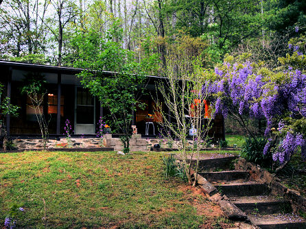 Nc mountain cabin rental fossie 39 s at buck creek trout farm for Fishing cabins in nc